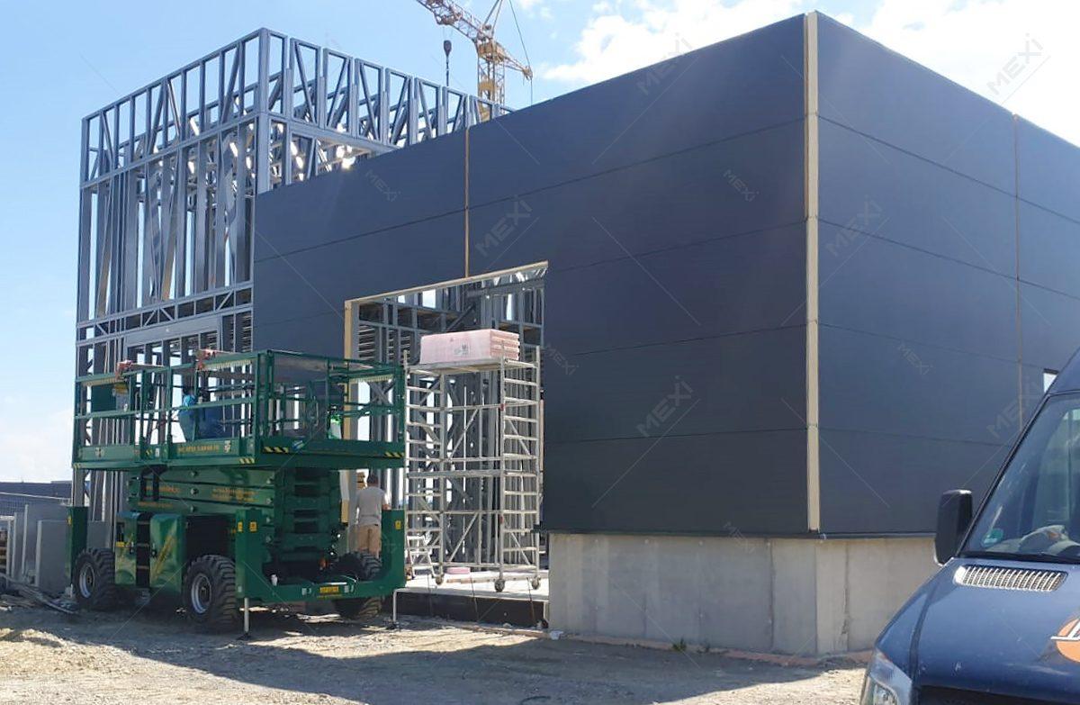 hala construita pe structura metalica usoara